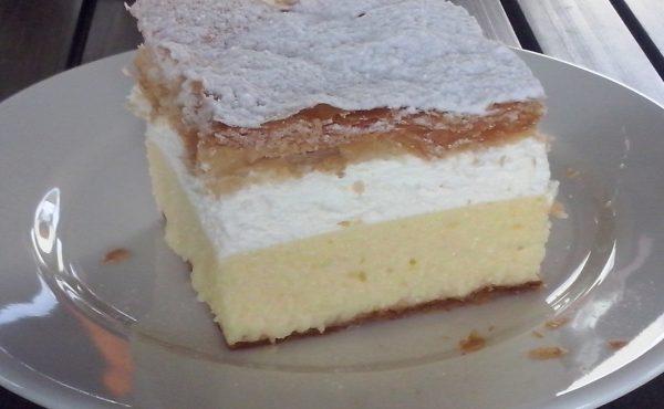 Bled national cake kremšnita